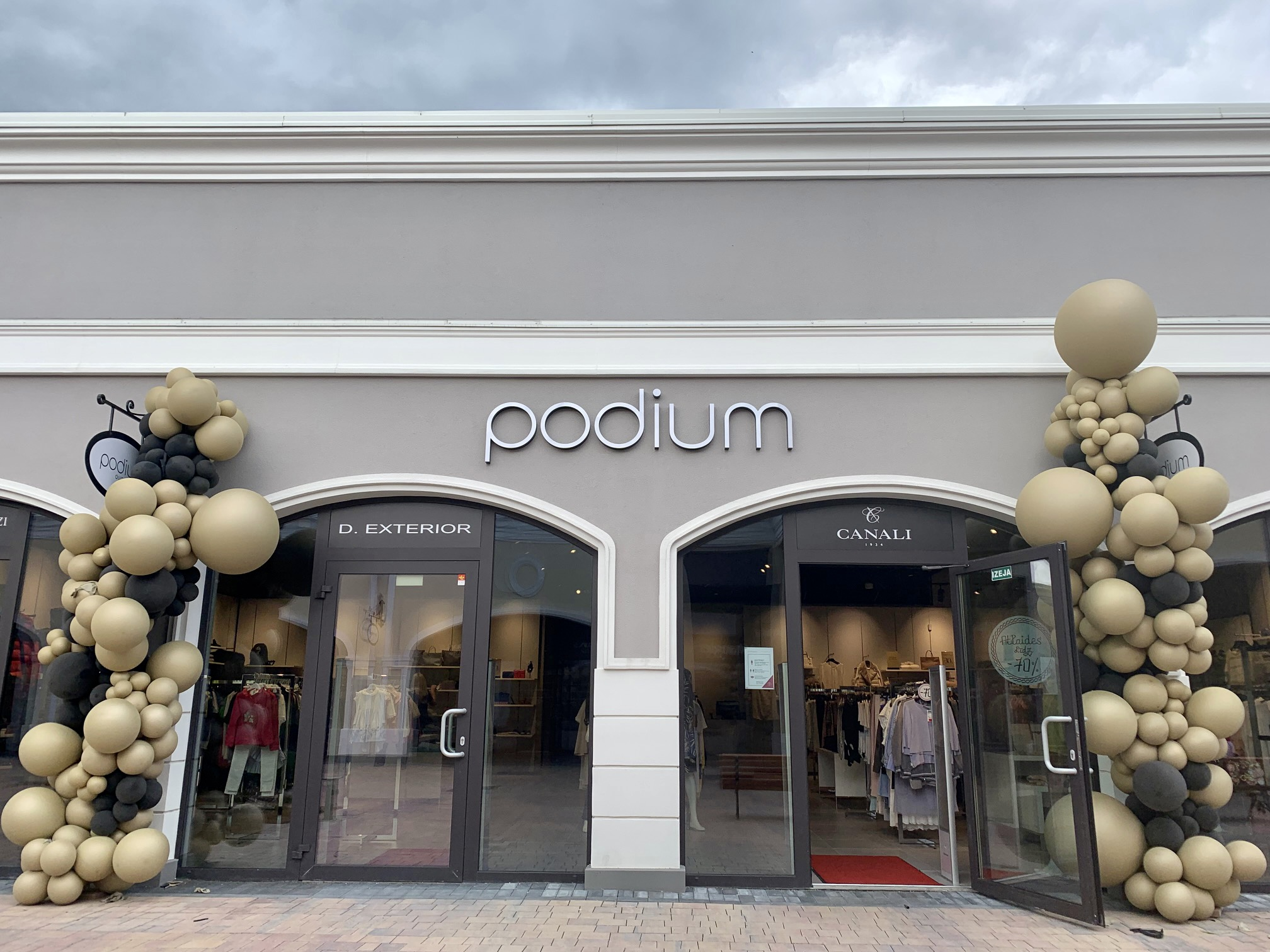 Podium_Outlet